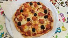 Pizza fără gluten cu Mozarella și crenvurști (gluten free) Pizza, Gluten Free, Food, Wings, Cookies, Flowers, Glutenfree, Essen, Sin Gluten