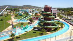 Moderni Aquashow Park -hotelli on perheiden ja kaikkien vesipetojen mieleen ja suurin osa hotellivieraista onkin lapsiperheitä. Vesi- ja teemapuiston yhteydessä sijaitsevassa hotellissa on nuorekas tunnelma. #Lastenkanssa #Loma #Aurinkomatkat #Portugali #Albufeira Vacation Spots, Parka, Parks, Vacation Places, Vacation Resorts, Parkas, Holiday Destinations