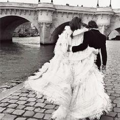 Unique Paris wedding photo. #wedding #weddinginvitations #destinationwedding