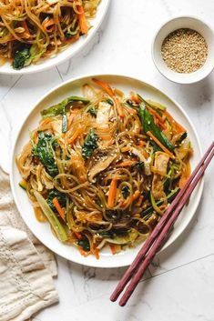 Vegan Japchae recipe using glass noodles and tofu is a delicious gluten free, vegetable packed dish ready in under 30 minutes! Stir Fry Glass Noodles, Korean Glass Noodles, Korean Side Dishes, Vegetarian Recipes, Cooking Recipes, Healthy Recipes, Going Vegetarian, Meal Recipes, Japchae
