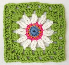 Blue-eyed daisy square - free crochet pattern by Jane of hook-and-yarn