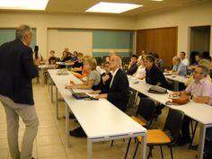 Alessandro Agostini modera gli interventi dei partecipanti al congresso