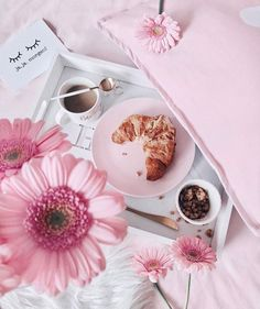 Starting the day off right with breakfast in bed and pink Photo Pour Instagram, Pink Instagram, Room Deco, Deco Rose, Rose Pastel, Jolie Photo, Everything Pink, Girly Things, Blush Pink