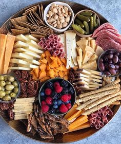 Recipes Snacks Savoury Entertaining this weekend? Take Hip Foodie Mom's advice and play around with your cheeseboard arrangements! That vertical stacking of the cheese is mesmerizing! What's your favorite snack board item? Charcuterie Recipes, Charcuterie And Cheese Board, Charcuterie Platter, Cheese Boards, Cheese Board Display, Comida Picnic, Party Food Platters, Antipasto, Cooking Light