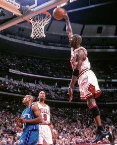 Michael Jordan, Jordan B, Foto E Video, Air Jordans, Basketball Court, Instagram, Sports, Jordan Videos, Legends