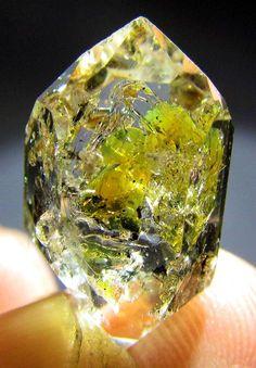 WOW 9.25 ct, RARE Fluorescent PETROLEUM Diamond Quartz Crystal @ Pakistan