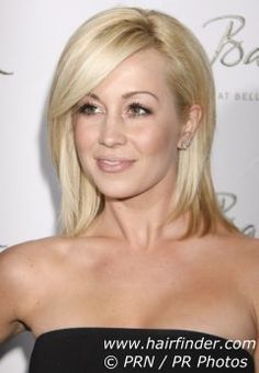 Kelly Pickler with my ideal hair color and an adorable cut...