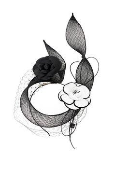 Sabine est une belle conception bibi ou fantaisie, créée à l'aide de crin diamant fine et voile de style vintage. Le design est fini avec des fleurs de camélia deux, un en cuir noir et l'autre en noir et blanc. Effort léger à porter ! Détails d'article : • Fabriqué sur commande. •