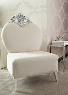Beautiful chair with heart-shaped back with ornate top & buttons on seat