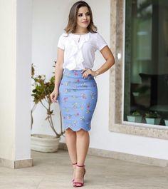 Você usaria esse look? Tá lindo né • • •  #modaevangelica #ccbmocidade #mulheresevangelicas #modagospel #jovensccb #mulhervirtuosa… Casual Work Outfits, Professional Outfits, Work Attire, Classy Outfits, Nice Dresses, Casual Dresses, Dresses For Work, Skirt Outfits, Dress Skirt
