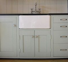 Modern Country Style: Case study: Farrow and Ball Light Blue painted kitchen cupboards and butler sink. Farrow Ball, Farrow And Ball Paint, Blue Kitchen Cabinets, Painting Kitchen Cabinets, Painted Cupboards, Farrow And Ball Kitchen, Light Blue Kitchens, Kitchen Paint Colors, Paint Colours