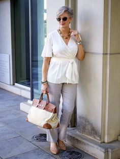 Summer ann taylor casual chic summer, chic summer outfits, summer out Summer Outfits Women 20s, Chic Summer Outfits, Casual Chic Summer, Mom Outfits, Spring Summer Fashion, Spring Ootd, Summer Fashions, Spring Style, Casual Wear