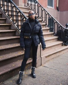 9 Cute, Easy Winter Outfits You'll Wear on Repeat Simple Winter Outfits, Winter Boots Outfits, Boot Outfits, Haute Couture Style, Outfits Casual, Easy Outfits, Denim On Denim Looks, Thick Tights, Outfit Des Tages