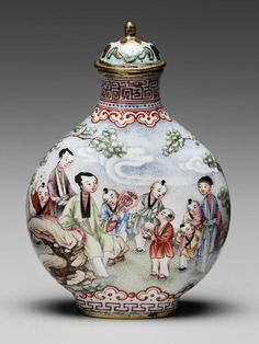 Canton copper bodied snuff bottle decorated with figures in a garden -  Chinese, Qing dynasty, Qianlong period, 1736–95