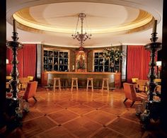 Tour Jack L. Warner's Neoclassical-Style Mansion in Beverly Hills Photos Jack Warner, Piano, Mansion Designs, Hollywood Homes, Hollywood Stars, Beverly Hills Houses, Room Screen, York Apartment, Celebrity Houses