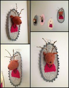 trophée au crochet  elle a le fil , elle a tout compris …canalblog Art Au Crochet, Crochet Diy, Crochet Home Decor, Crochet For Kids, Yarn Crafts, Fabric Crafts, Crochet Taxidermy, Crochet Stitches, Crochet Patterns