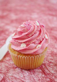 Voici LE cupcake qui a fait fureur depuis la publication de mon article &Réussir ses cupcakes : conseils et techniques en image& ! Donc je ne vous fais pas attendre plus longtemps voici la recette de ce cupcake qui était excellent ! Oui parce qu'il n'était...