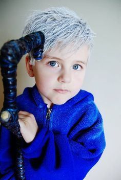 Super adorable Jack Frost cosplay // This child is UNREAL beautiful.