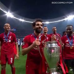 Got to love the Egyptian King Mo Salah. Liverpool Team, Liverpool Fc Champions League, Camisa Liverpool, Liverpool Anfield, Soccer Players, Football Soccer, Football Videos, Liverpool Fc Wallpaper, Football Liverpool