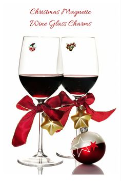 Distinguish your wine glass this holiday season. See these and more holiday designs at wineswithcharm.com #christmasgifts #hostessgifts #stockingstuffers