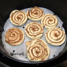 Air Fryer Cinnamon Rolls Whether you want a breakfast treat or after-dinner dessert these cinnamon rolls are simply divine. Air Fryer Recipes Chicken Tenders, Air Fryer Recipes Potatoes, Air Fryer Oven Recipes, Air Frier Recipes, Air Fryer Dinner Recipes, Avocado Toast, Sauce Pizza, Air Fryer Recipes Breakfast, Airfryer Breakfast Recipes