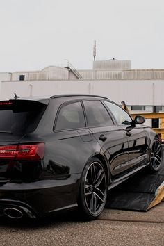 RS6 Avant Unloaded | via