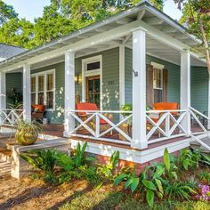 48 Güzel Çarpıcı Balkon-Veranda Teras Fikirleri Wrap Around Porch Front Porch Railings, Front Porch Design, Patio Railing, Diy Front Porch Ideas, Porch Roof, Front Deck, Pergula Patio, Veranda Railing, Porch Railing Designs