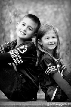 sibling poses for photography-good for older kids too