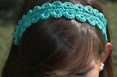 Gleiches Muser aber diesmal auf Deutsch. Tolles Haarband mit einer Technik, die ich (noch) nicht beherrsche. Vielleicht klappt es ja in der Muttersprache... Häkeln / Gabelhäkeln. Tolles Haarband!