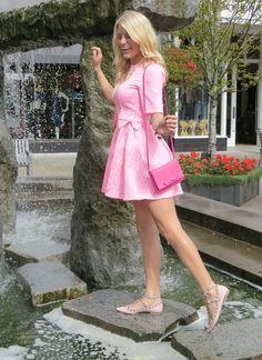 undeniably-feminine:Undeniably Feminine 🌸 - Charming feminine style Little Dresses, Cute Dresses, Dress Skirt, Dress Up, Skater Dress, Glamorous Dresses, Diva Fashion, Feminine Style, Glamour