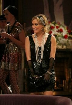 """Gossip Girl """"How to Succeed in Bassness"""" Photos Gossip Girls, Gossip Girl Fashion, 20s Fashion, Style Fashion, Casino Outfit, Hilary Duff, Girls Tv Series, Saloon Girls, 1920s Outfits"""