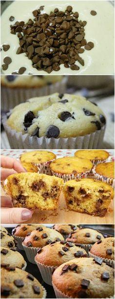 Bolinho recheado com gotas de chocolate…  ❤️ VEJA AQUI>>>Unte uma forma de muffins, ou coloque forminhas de papel nas formas de alumínio. Pré-aqueça o forno a 180ºC. Em uma vasilha, misture os ingredientes secos. #receita#bolo#torta#doce#sobremesa#aniversario#pudim#mousse#pave#Cheesecake#chocolate#confeitaria