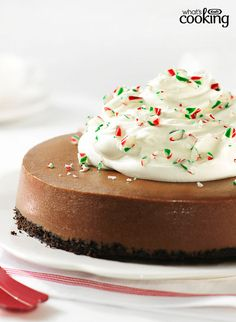 A delicious blend of chocolate and peppermint, a favourite festive mix. Creamy chocolate cheesecake, frosty peppermint and luscious whipped cream. A beautiful and delectable cheesecake recipe! Christmas Desserts, Christmas Baking, Christmas Goodies, Christmas Recipes, Christmas Crafts, Xmas, Easy Desserts, Dessert Recipes, Baking Recipes