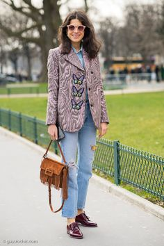 A cute spring look on Leandra Medine aka the Man Repeller at the Mugler show in Paris. She always has the best jeans! Cool Outfits, Fashion Outfits, Womens Fashion, Eccentric Style, Gamine Style, Leandra Medine, Best Jeans, Street Chic, Vintage Denim