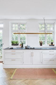 Kitchen Cabinet Design, Kitchen Interior, Kitchen Cabinets, Outdoor Wedding Centerpieces, Country Look, Home Kitchens, Lounge, Interior Design, Furniture