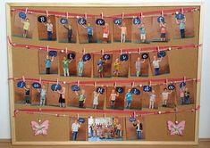 Preschool Gifts, Preschool Art, Auction Projects, School Projects, Diy Presents, Diy Gifts, Toys From Trash, School Door Decorations, Moon Crafts