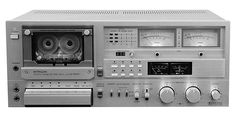 Hitachi D-5500 - www.remix-numerisation.fr - Rendez vos souvenirs durables ! - Sauvegarde - Transfert - Copie - Digitalisation - Restauration de bande magnétique Audio - MiniDisc - Cassette Audio et Cassette VHS - VHSC - SVHSC - Video8 - Hi8 - Digital8 - MiniDv - Laserdisc - Bobine fil d'acier - Digitalisation audio