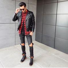 Já sabe o que vai usar hoje a noite? Look que pode te inspirar: jaqueta preta + calça jeans rasgada + camisa xadrez + botas + atitude hahahaha! Que tal? . . . . . . . . .  #dapper #tomboy #shirts #camisas #sexta  #bugremoda#modamasculina#modaprahomem#modaparahomens#tomboyfashion#dappermen#retro#estilomasculino #modafeminina #básico #itboy #instaboy #fashion#menstyle#style #estampas #fashiorismo#modaparahomens#estilo #menswear#men #balada #print
