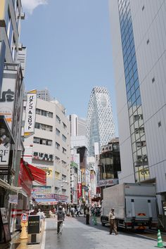 Streets of Shinjuku with theMode Gakuen Cocoon Tower in the background.