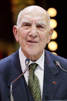 """Stéphane Hessel ( 1917-27.03.2013) Résistant, déporté, homme politique, auteur de """"Indignez-vous ! """". """" Le motif de base de la Résistance était l'indignation""""."""