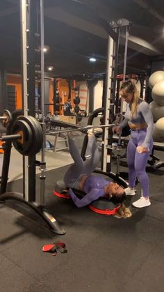 Teamwork Makes The Dream Work Check Out The Gymshark Twins Clara Laurie Twinsb_fit Performing A Vertical Leg Press With The Smith Machine For A
