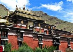The gold top temple in Tibet. #Tashilhunpo Monastery