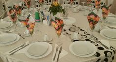 inchiriez cort evenimente Table Settings, Table Top Decorations, Place Settings, Desk Layout