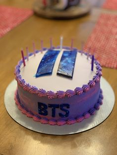 My 11 year old is obsessed with BTS and KPop so her Grandma made her this amazing BTS cake for her birthday! Army Birthday Cakes, Brithday Cake, Army's Birthday, Themed Birthday Cakes, Themed Cakes, Cake Icing, Cupcake Cakes, Bts Happy Birthday, Bts Cake