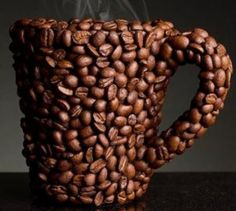 The best decoration of coffee cups could be coffee beans. When you drink your coffee, the smell of these coffee beans would accompany with you. I Love Coffee, Coffee Art, Coffee Break, My Coffee, Morning Coffee, Coffee Cups, Real Coffee, Drink Coffee, Brown Coffee