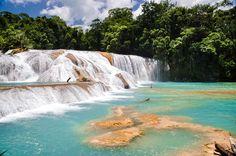 El agua más cristalina de México, en las Cascadas de Agua Azul, Chiapas.
