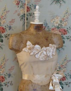"""shabby french dress form, why did I sell mine? Oh yeah, I was moving and had to """"downsize"""". The hunt is on."""