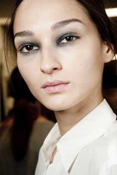 Go close-up on the hair and make-up looks backstage at the spring/summer 2015 shows - Giles