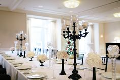 Modern Black and White Centerpiece | photography by http://www.justinebursoni.com