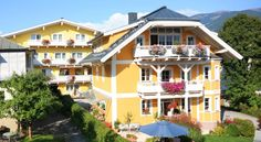 The Hotel Pension Villa Klothilde enjoys a quiet location in Zell am See, only a walk from the center and the lake, right next to a ski slope and. Villa, Ski Slopes, Best Rated, Austria, Skiing, Hotels, Mansions, House Styles, Mansion Houses